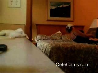 बिस्तर पर मेरे गांठदार माँ छूत छिपे हुए कैम