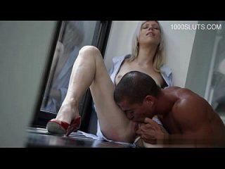Busty पत्नी deepthroat गूंथा हुआ