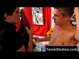 अद्भुत समलैंगिक दृश्य यह एक यौन ऊर्जा के टन को मुक्त करता है और हम दो देखते हैं