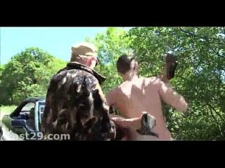 रेड इंडियन बूढ़े आदमी बाहर fucks