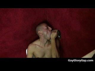 gloryholes और handjobs समलैंगिक गीला मुखौटा एक छेद 04 के माध्यम से