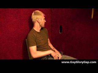 समलैंगिक कट्टर gloryhole सेक्स अश्लील और गंदा समलैंगिक handjobs 13