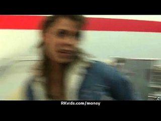 तंग किशोर कैद के लिए कैमरे के सामने एक आदमी 12 fucks