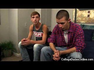 समलैंगिक नंगा नाच जोर्डन और मार्को कुछ चुंबन के साथ बातें बंद,