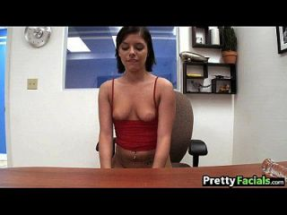 सेक्सी श्यामला एक चेहरे का दिन मूर हो जाता है 1 2.1