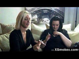 गर्म योनि धूम्रपान बुत आकर्षक रम्म
