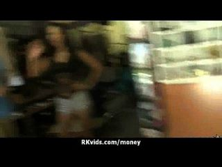 शौकिया लड़की एक बकवास के लिए 14 पैसे लेता है