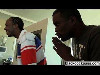 दो काले पुरुषों होटल के कमरे में सफेद लड़की ले