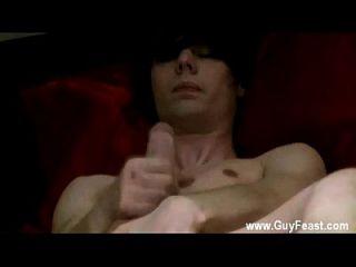 नग्न लोग कैमरामोन एक अबाबा आदमी है जो एक छोटे से शर्मिंदा है