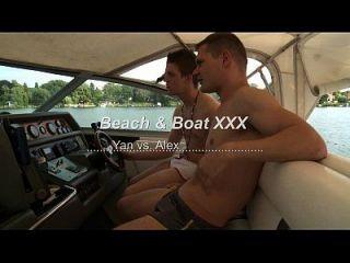 समलैंगिक कुश्ती पर लड़ाई के बीच समुद्र तट और नाव xxx