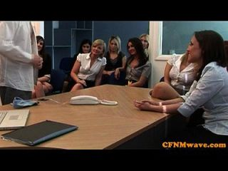 सीएफएनएम महिलाओं का दबदबा कार्यालय लड़कियां मुर्गा की मांग