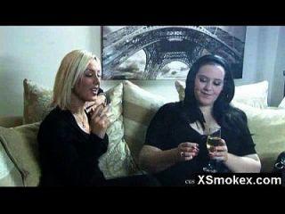 विशाल गधा धूम्रपान बुत सौंदर्य चुपके से बढ़ा