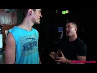 ब्रिटिश पिटाई में समलैंगिक समूह मजाक