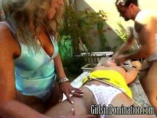 दो लड़कियों और एक आदमी के साथ विचित्र फेफड़े