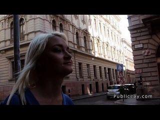 रूसी गोरा नर्स सार्वजनिक में पिटाई