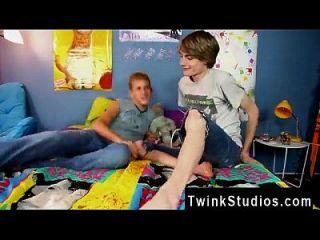 समलैंगिक वीडियो केडेडैन डैनील्स और प्रीस्टन एंड्रूस लास वेगास का दौरा कर रहे हैं