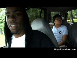 काले लड़के पर गंदी समलैंगिक अंतरजातीय कट्टर कार्रवाई 17