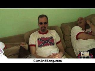 आबनूस आकर्षक gangbang और facefuck 3