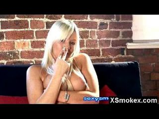 बड़ा मूर्ख बुत धूम्रपान परिपक्व नग्न