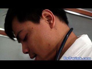 प्राच्य चिकित्सक twink रोगियों गधे भरता है