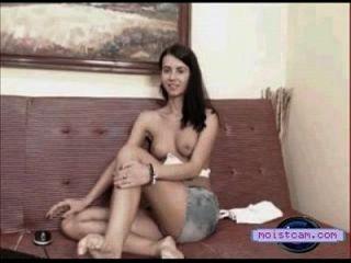 [moistcam.com] दिलेर स्तन कैम किशोर उसके गर्म शरीर से पता चलता है! [मुफ्त XXX कैमरा]