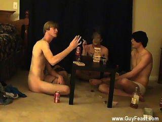 अद्भुत समलैंगिक दृश्य ट्रेस और विल्यम अपने नए साथी के साथ मिलते हैं