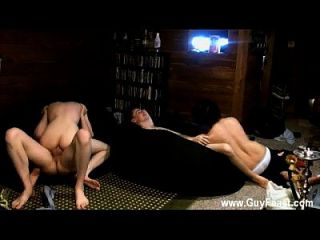 ट्रेस वैन डी कॉम्प और एरिक टॉबोलिड की झिंक फिल्म का एक छोटा हिस्सा है