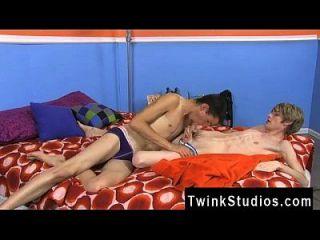 समलैंगिक वीडियो एडम स्कॉट और प्रीस्टन एंड्रयूस के पास एक कामुक निषिद्ध है