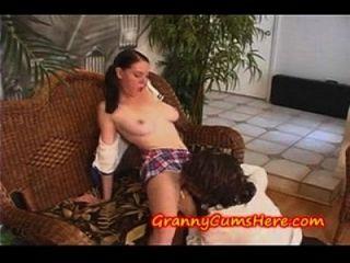 509929 बड़े clit milf साक्षात्कार और फिर एक युवा किशोर seduces