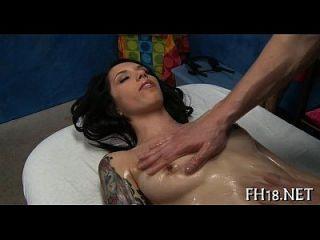 लड़की सेक्स खिलौना के साथ खेलता है