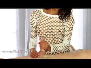 सेक्सी नीचे पहनने के कपड़ा में 1 अविश्वसनीय breasty बेब मेज के तहत महान मुर्गा दुहना दुहना का आनंद 2014 1