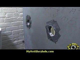 gloryhole पर cusmhot के लिए हॉटी बेकार है और fucks काला मुर्गा 15