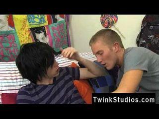 समलैंगिक twinks devon और tyler वास्तव में एक उत्कृष्ट जोड़ी बनाने के लिए वे एक खर्च करते हैं
