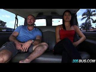 अच्छा स्तन के साथ एशियाई सनसनी 305bus 2.1 सवारी