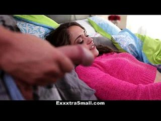 exxxtrasmall छोटे कदम बहन बड़े भाई द्वारा गड़बड़ हो जाता है!