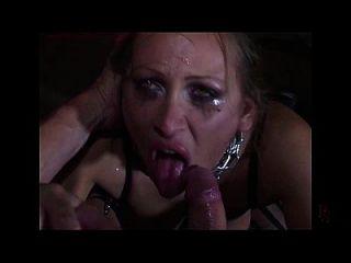 मैंडी उज्ज्वल जंजीर और डबल उसकी योनी में प्रवेश कर
