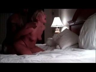 सफेद लड़की बीबीसी के साथ किसी न किसी सेक्स का आनंद लेती है