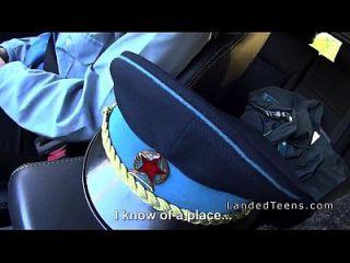 देहात में कार में टक्कर लगी बॉलीवुड पुलिस महिला