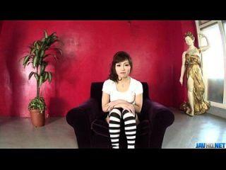 शौकिया एमी नागासाकू गर्म blowjob प्रदान करता है
