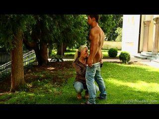 Садовник трахнул хозяйскую дочь