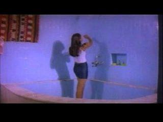 माल्लू बी ग्रेड अभिनेत्री नग्न स्नान