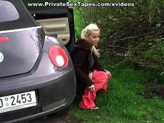सेक्सी शौकिया प्रेमिका वापस कार में cumshot में मिल जाता है