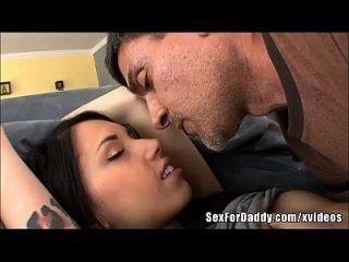 slutty बेटी उसकी stepdaddy कॉली साइप्रस प्यार करता है