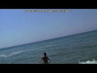समुद्र तट के पास सार्वजनिक प्रेमिका बकवास दृश्य 3