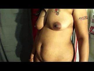 मोना देसी भारतीय चाची ने 4 भाग का पर्दाफाश किया