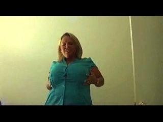 बड़े स्तन के साथ गोरा महिला झटके बंद
