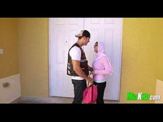 मिया खलीफा और उसकी माँ ने उसे बीएफ 2 9 1