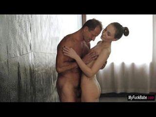 बेब nataly वॉन स्नान में कुछ सुबह सेक्स हो जाता है