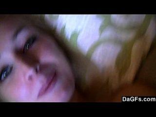 उसके प्रेमी के लिए एक वीडियो बनाने के लिए आकर्षक का लीक वीडियो