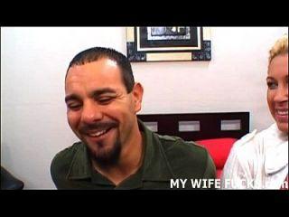 अपनी पत्नी को मुश्किल से एक अभिनेता पाउंड देखो